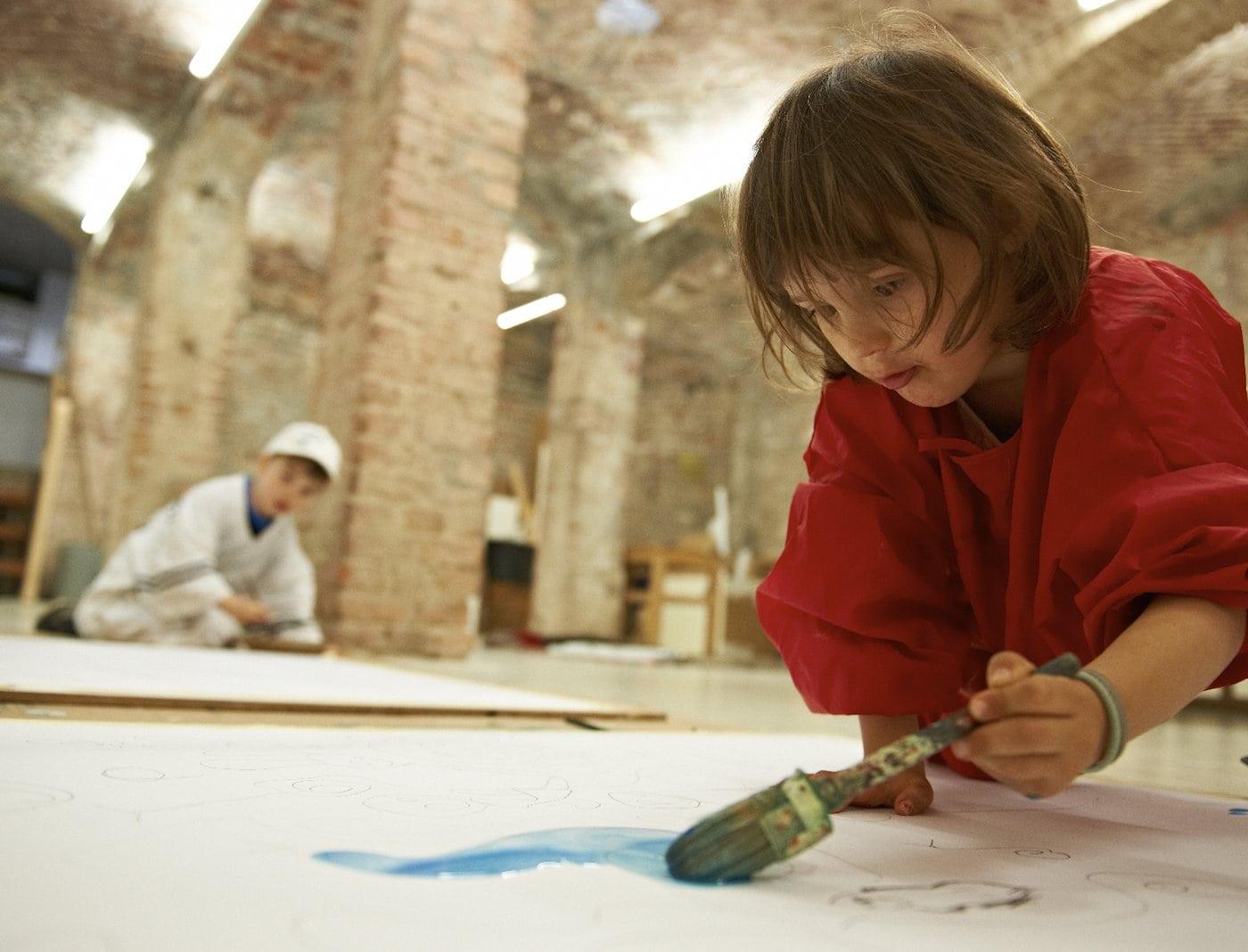 Kinder beim Malen // HIMBEER