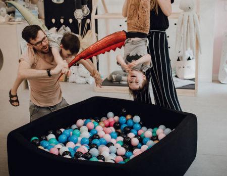 Kopfüber ins Bällebad bei JaJu Berlin // HIMBEER