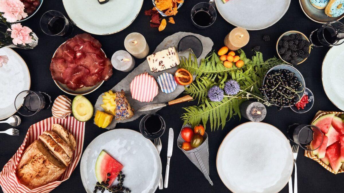 Picknicktisch mit Wildwaxtuch // HIMBEER