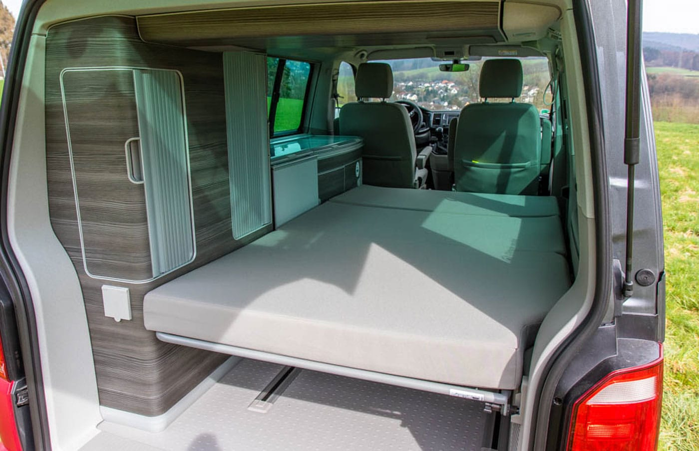 im vw bus mit kind und kegel roadsurfer camper mieten ab. Black Bedroom Furniture Sets. Home Design Ideas