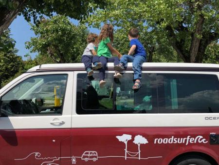 Im VW Bus mit Kind und Kegel – roadsurfer Camper mieten ab Berlin // HIMBEER