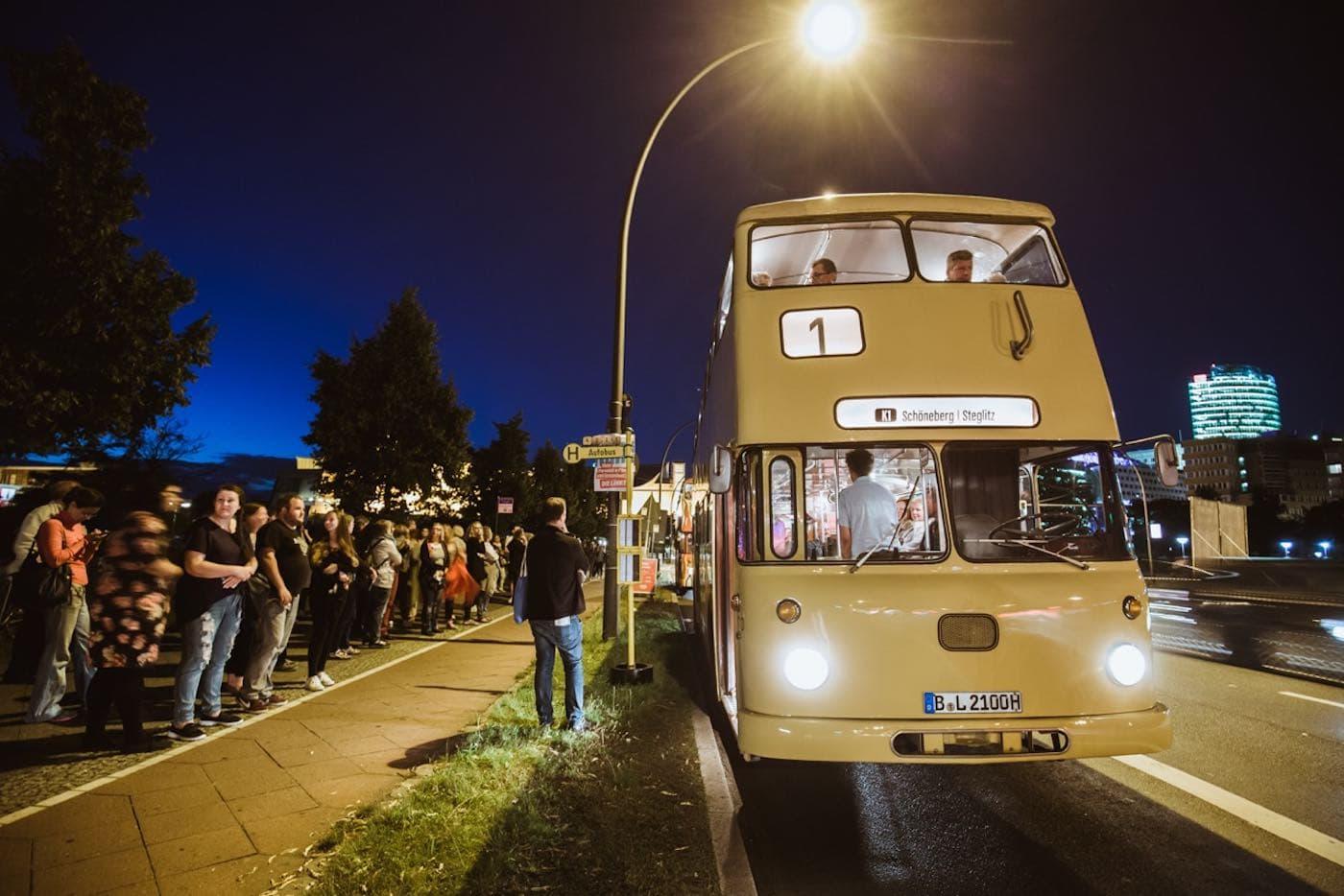 Shuttlebus bei der Langen Nacht der Museen // HIMBEER