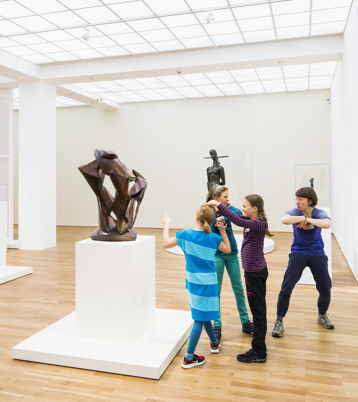 Kinder vertonen Kunst im Museum Hamburger Bahnhof in den Ferienkursen c Staatliche Museen zu Berlin: Valerie Schmidt // HIMBEER
