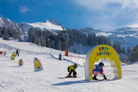 Skifahren mit Kindern in Österreich: Kinder in der Skischule // HIMBEER