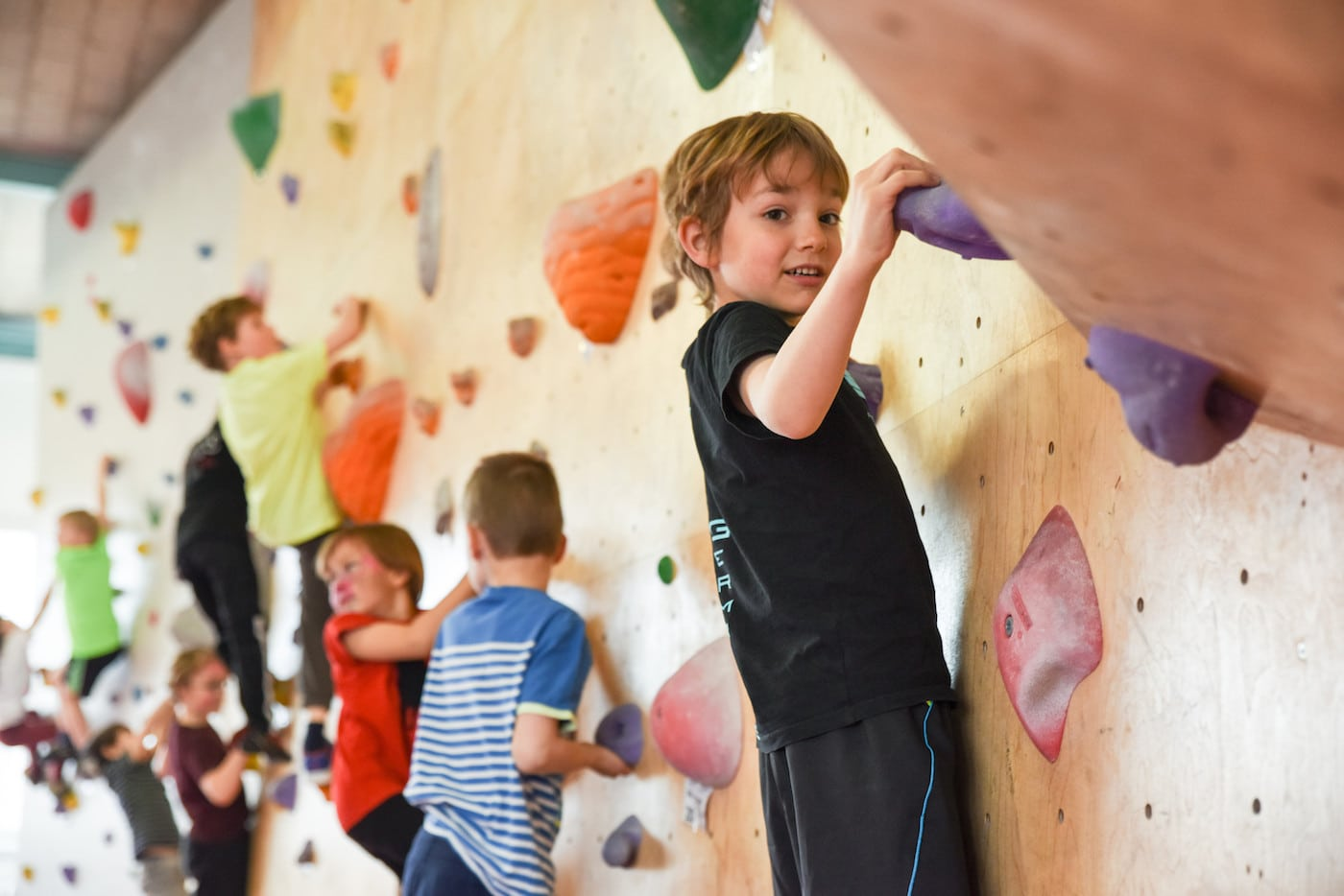 Indoor-Kletterhallen- und Boulderhallen für Familien mit Kindern in Berlin // HIMBEER
