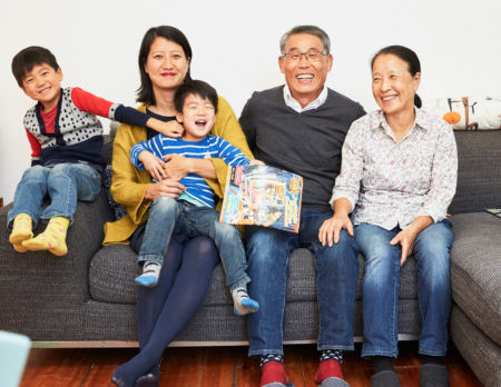 Liebevolle Familienbande – Von der Bindung zwischen Großeltern, Eltern und Enkelkindern // HIMBEER