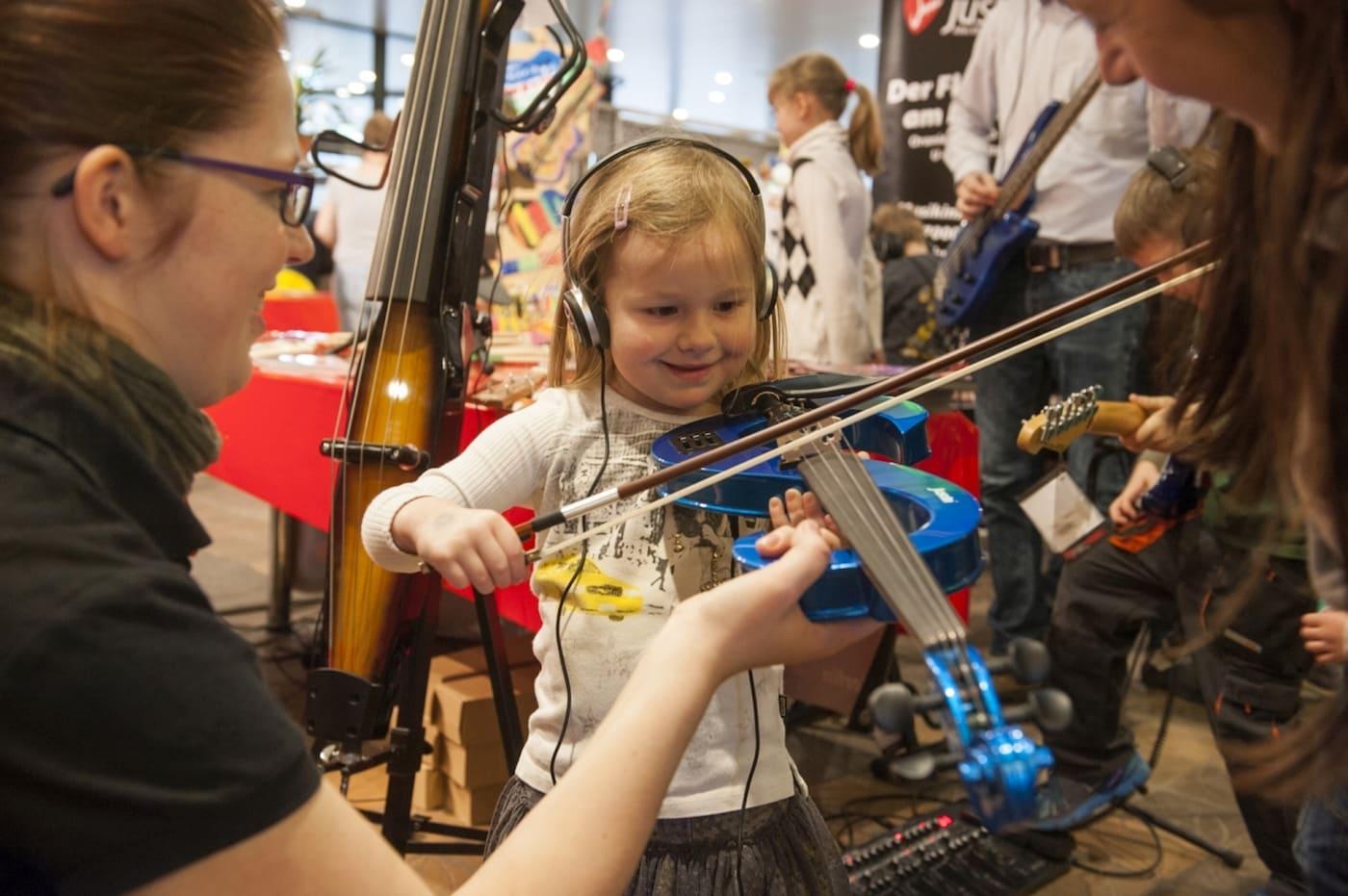 Geige spielendes Mädchen // HIMBEER