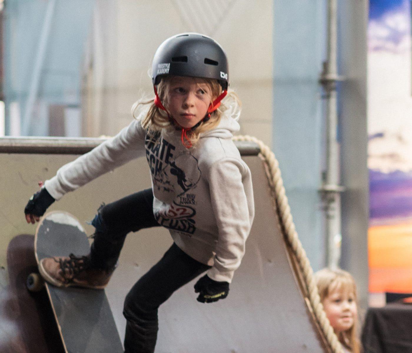 Mit Kindern in Berlin Skateboard fahren // HIMBEER