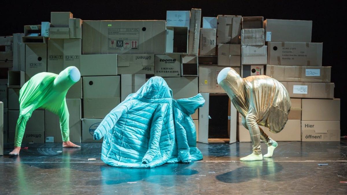 Mit Kindern in Berlin Tanztheater sehen // HIMBEER