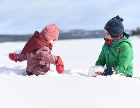 Mit Kindern in Berlin im Schnee Spaß haben // HIMBEER