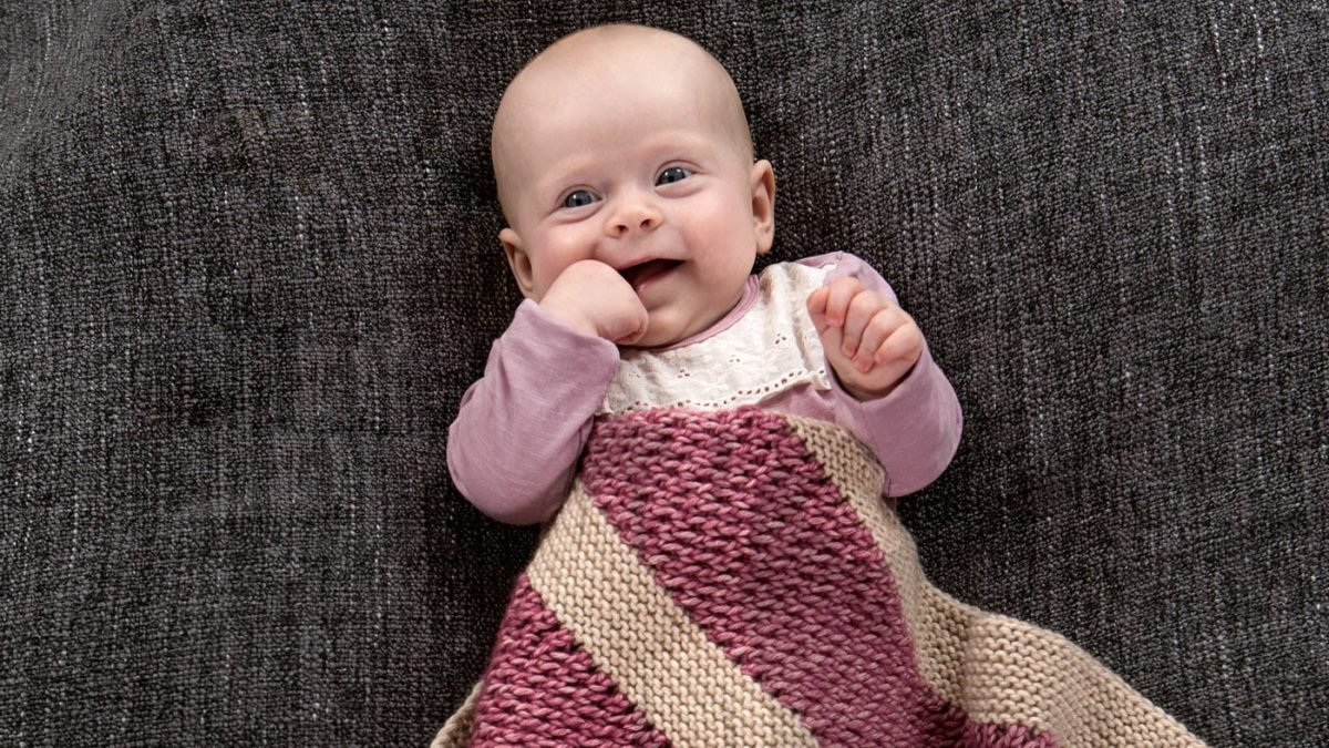 Babydecke mit Blockstreifen stricken // HIMBEER