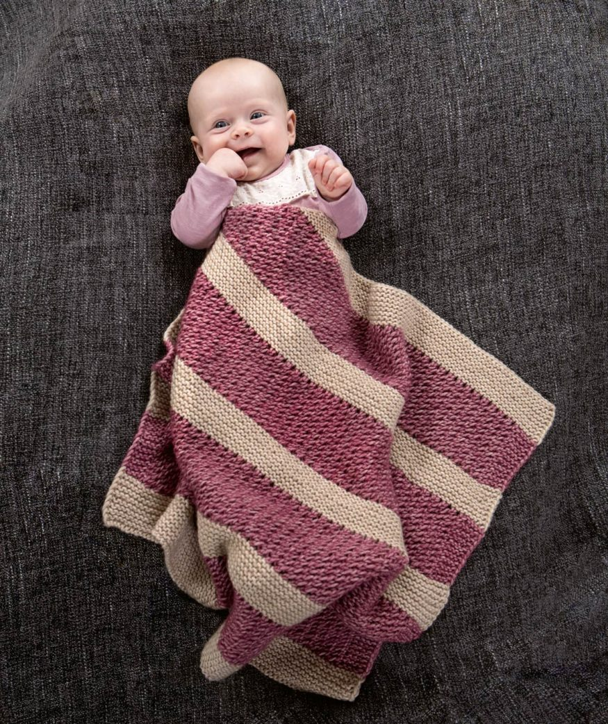 Knitting instructions: Knit baby blanket with block stripes // RASPBERRY