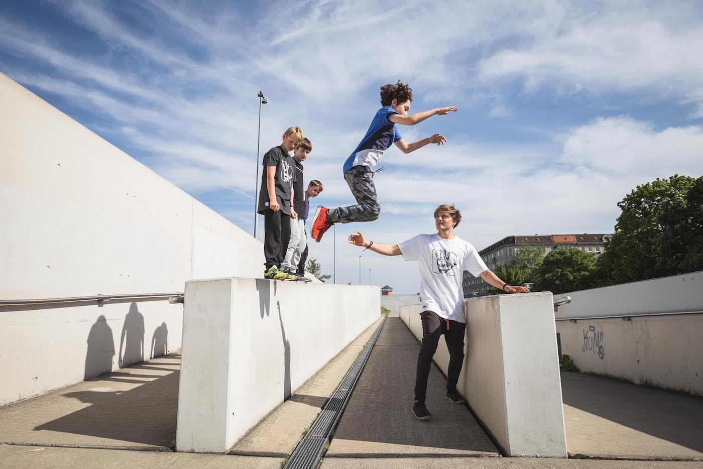 Sommerferien-Kurs Parkour für Kinder in Berlin // HIMBEER