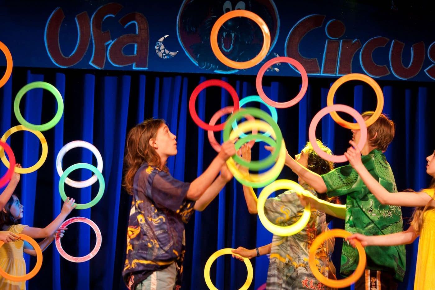 Zirkus für Kinder beim KinderCircusFestival in der ufafabrik in Berlin // HIMBEER