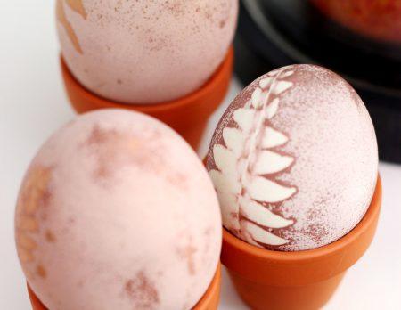 Ostereier natürlich färben – Ostern feiern mit Kindern // HIMBEER
