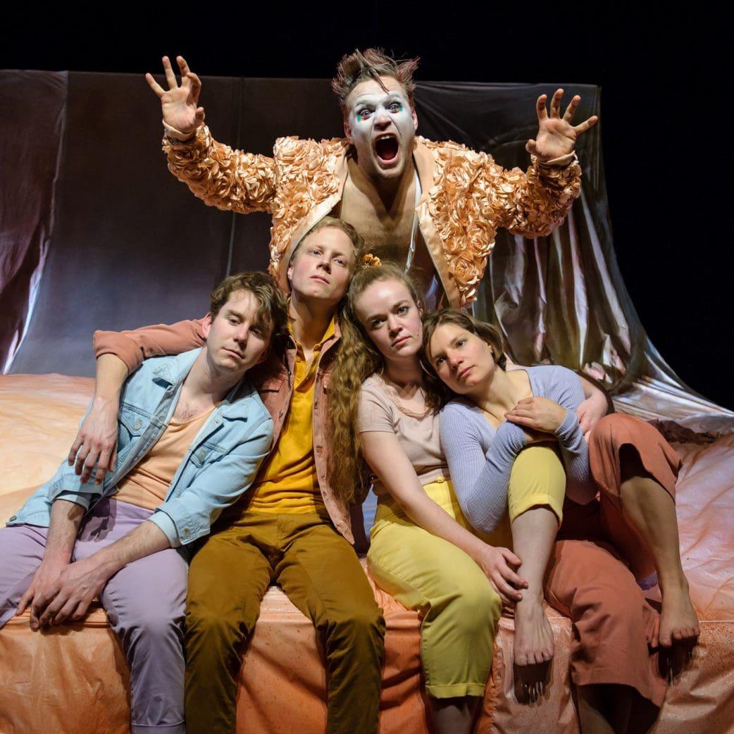 Theater Strahl Berlin: Alles wie immer, Stück über die Pubertät // HIMBEER