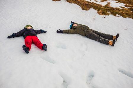 Kinder im Schnee Isalnd // HIMBEER