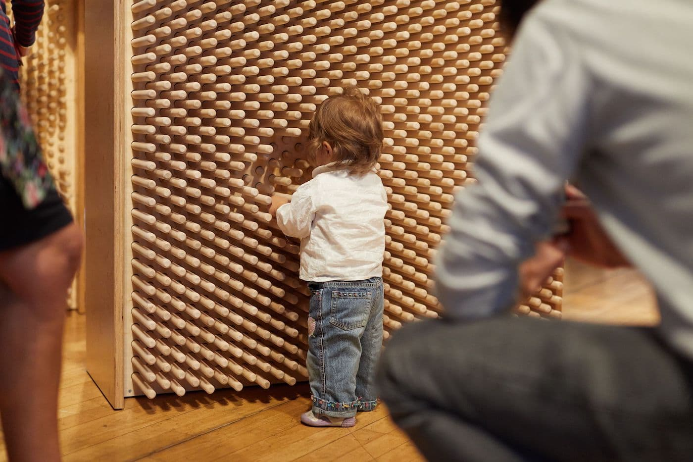 Ausstellung WILD WILD WOOD für Kinder und Familien in Berlin im Felleshus // HIMBEER