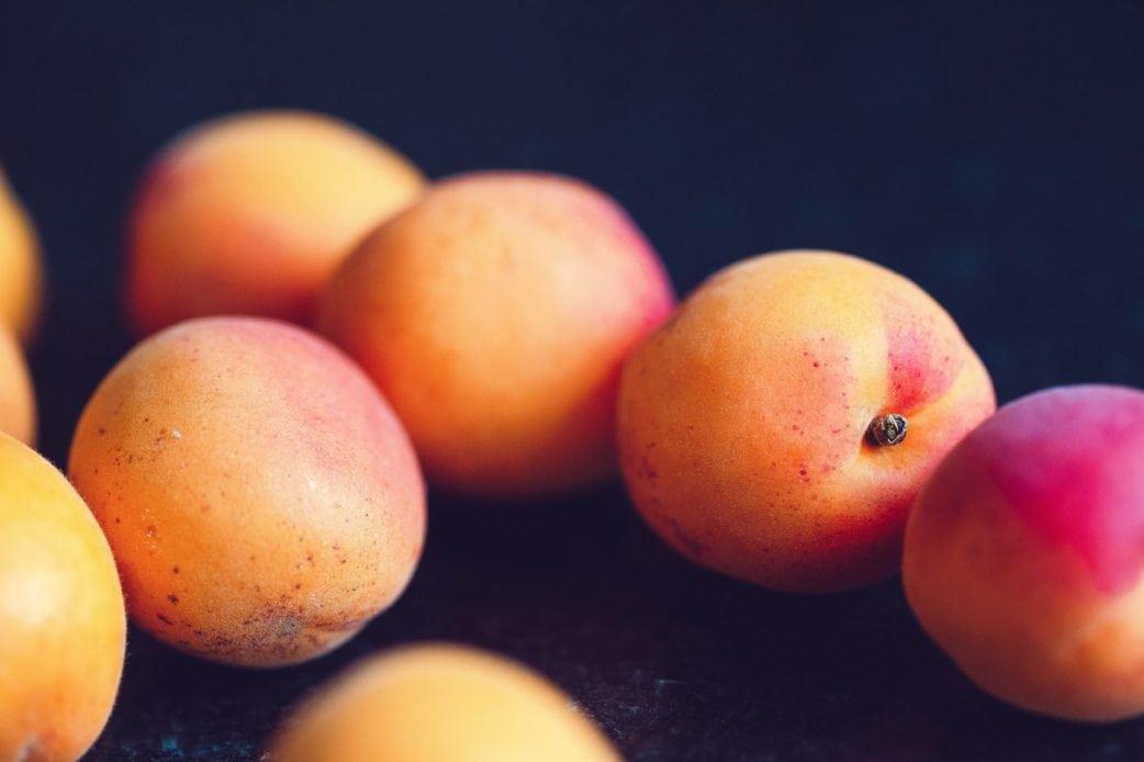 Rezept für Familien: Aprikosen-Fassbrause selber machen // HIMBEER