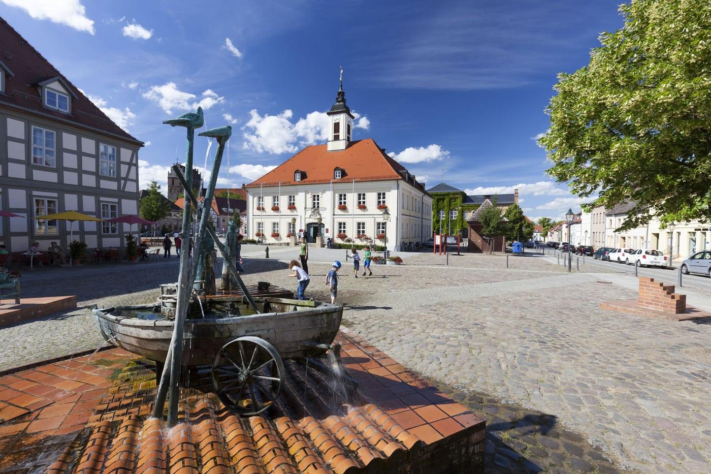Radtour mit Kindern in Brandenburg: Von Angermünde nach Templin: Marktplatz Angermünde // HIMBEER