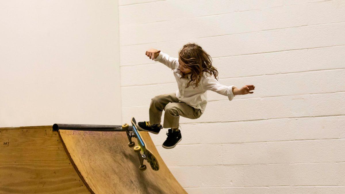 Ferienkurse für Kinder in den Herbstferien in Berlin 2019 Skatehalle Berlin c Evan Dworkin // HIMBEER