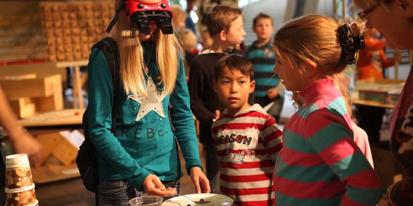 Kinder experimentieren und erforschen // HIMBEER