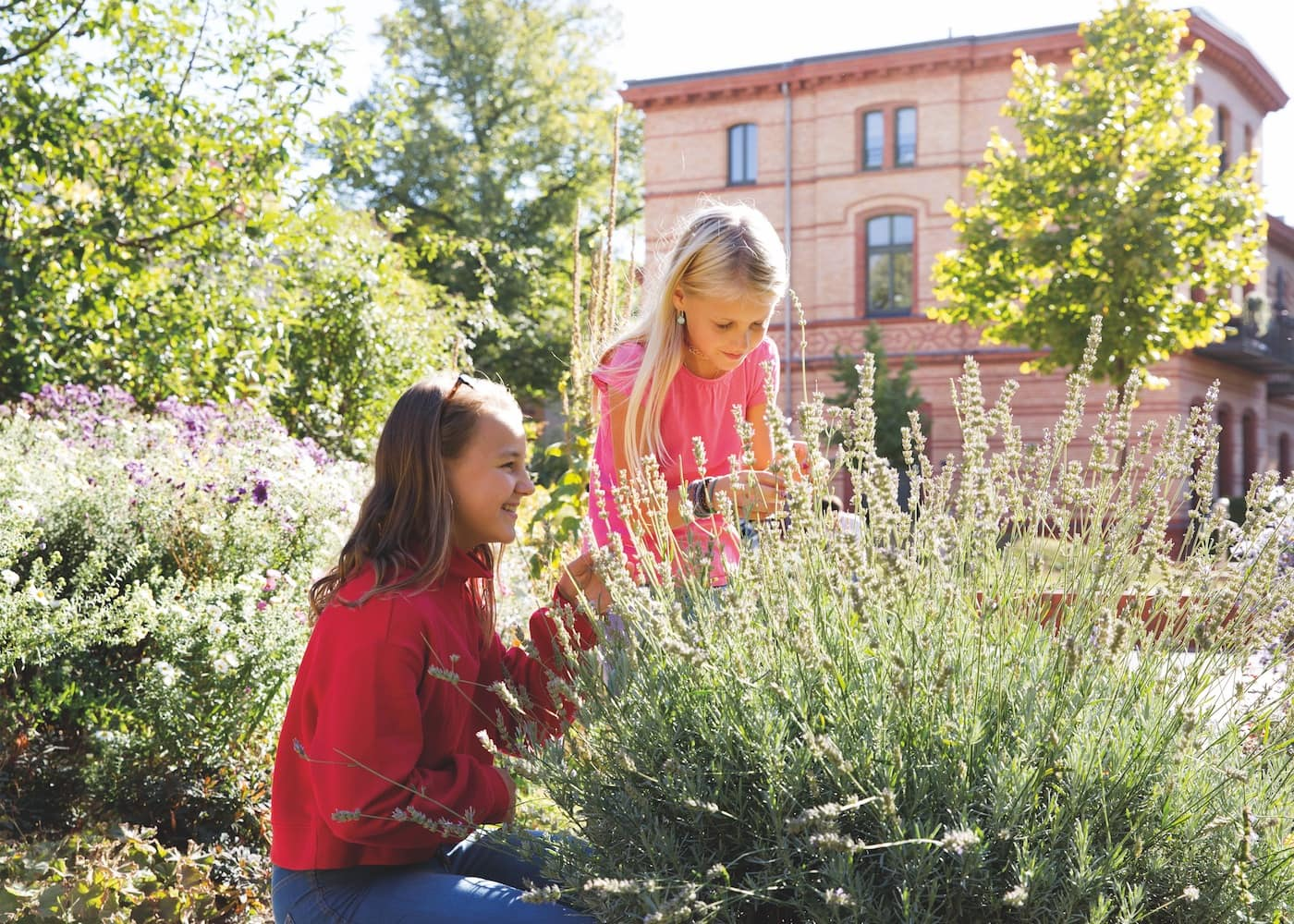 Landleben für Großstadtfamilien in Berlin: Wohnen im Gemeinschaftsprojekt mit Gartenflächen // HIMBEER