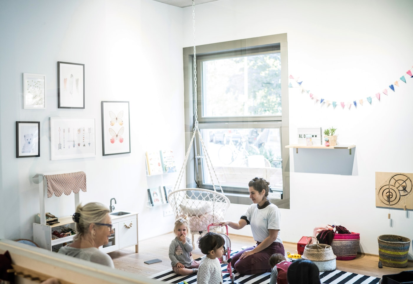 Kinderbetreuung im Eltern-Kind-Café Wunderhaus Berlin-Prenzlauer Berg // HIMBEER