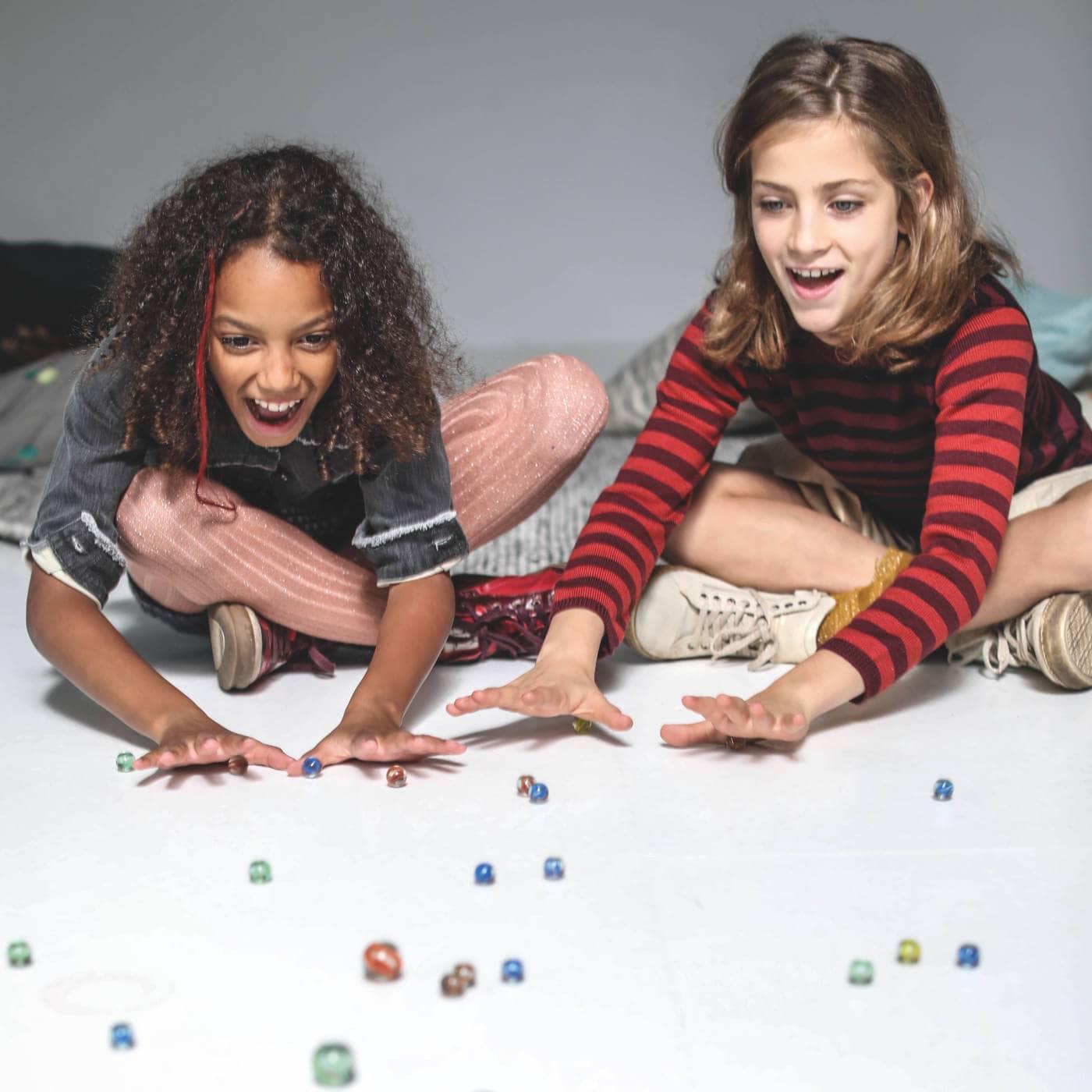 Gute Spielsachen für Kinder – Kinderspieleklassiker: Murmeln // HIMBEER