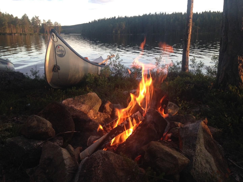 Schweden Fjordkind Lagerfeuer Ruderboot // HIMBEER