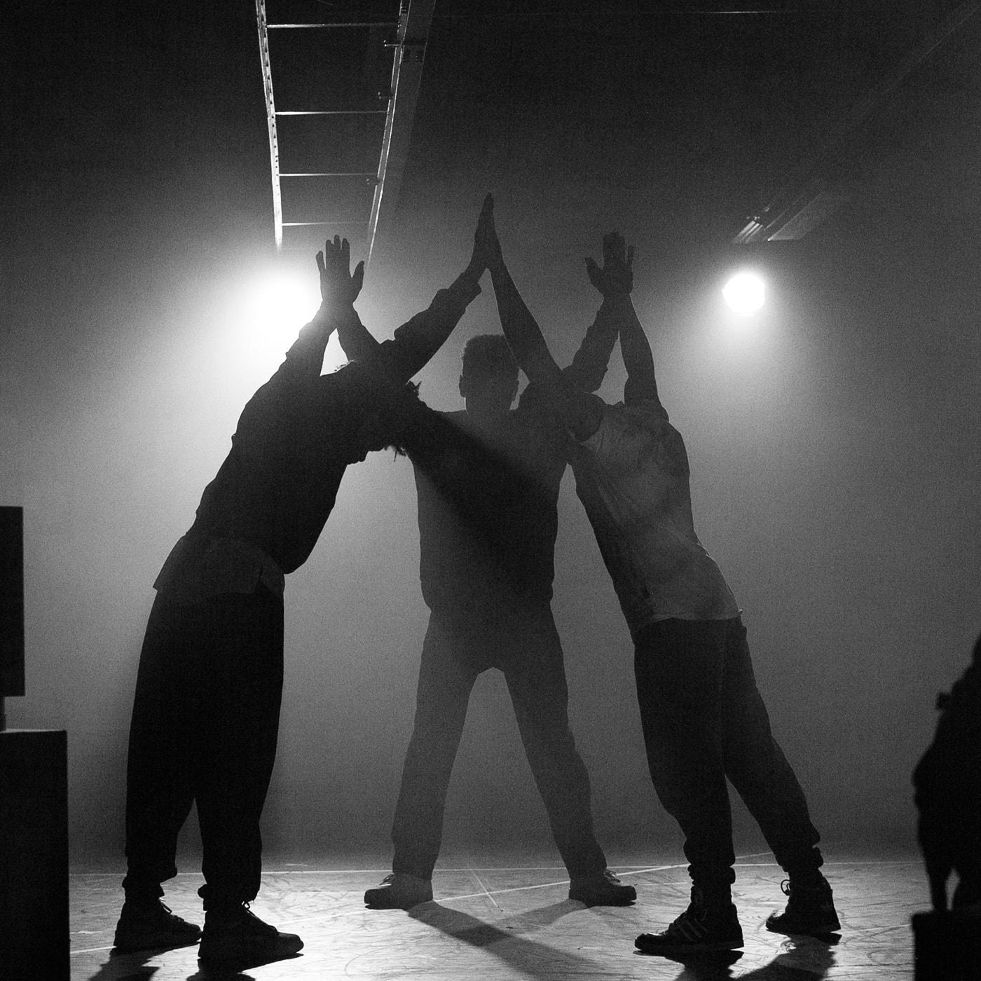 Theater-Tipp für Teenager in Berlin: Stück über die Boateng-Brüder im Heimathafen Neukölln // HIMBEER