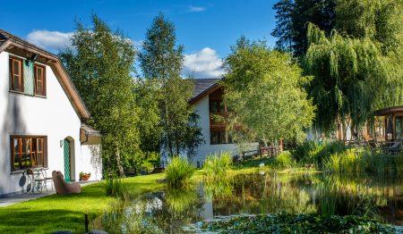 Garten vom Hotel Saalerwirt – Winterurlaubsziel für Familien // HIMBEER