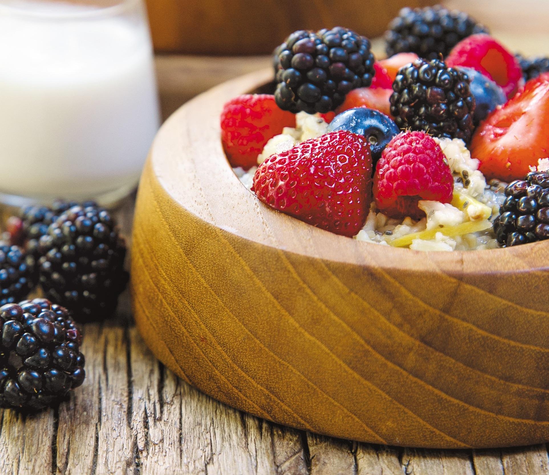 Rezepte fürs Wochenbett – Gerichte für die ersten vierzig Tage mit Baby: Congee mit Beeren // HIMBEER