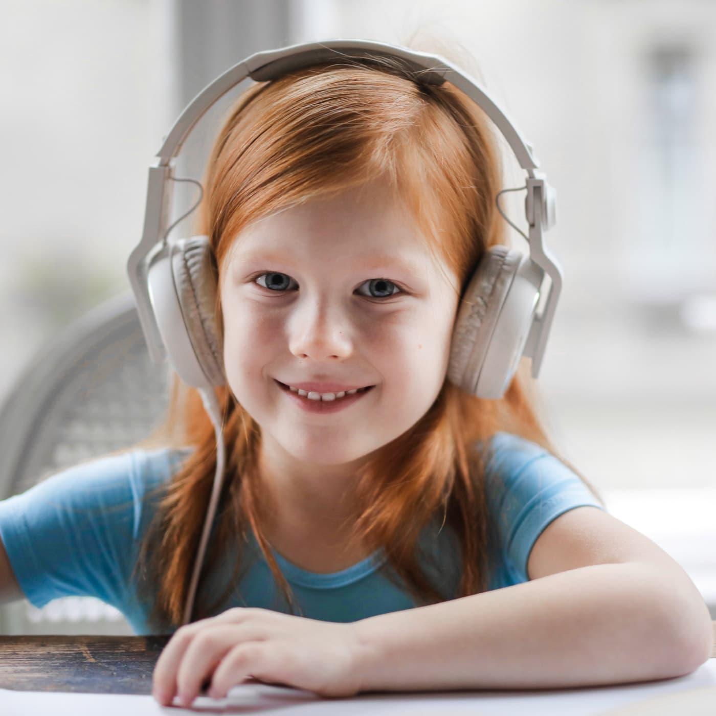 Packliste für Autofahrten – Reisen mit Kindern: Gute Kopfhörer, Hörspiele, Playlists // HIMBEER