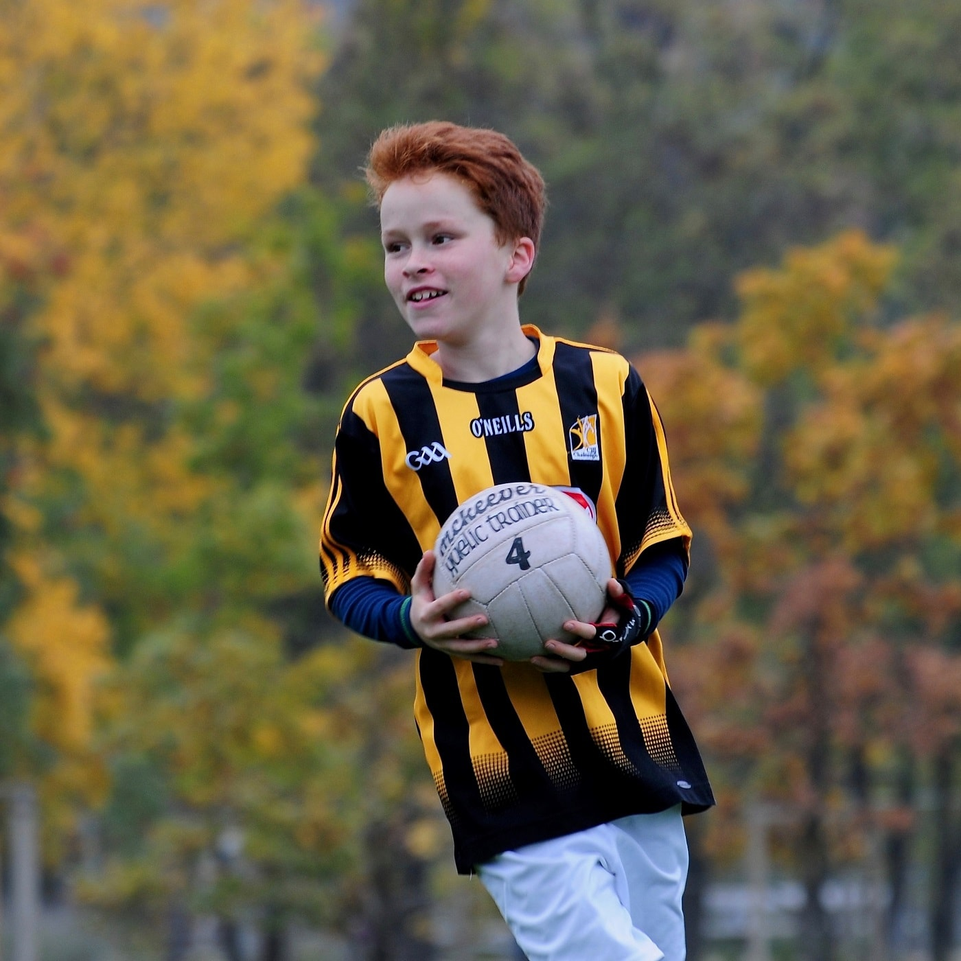 Gaelic Games in Berlin: Junge trainiert Gaelic Football // HIMBEER