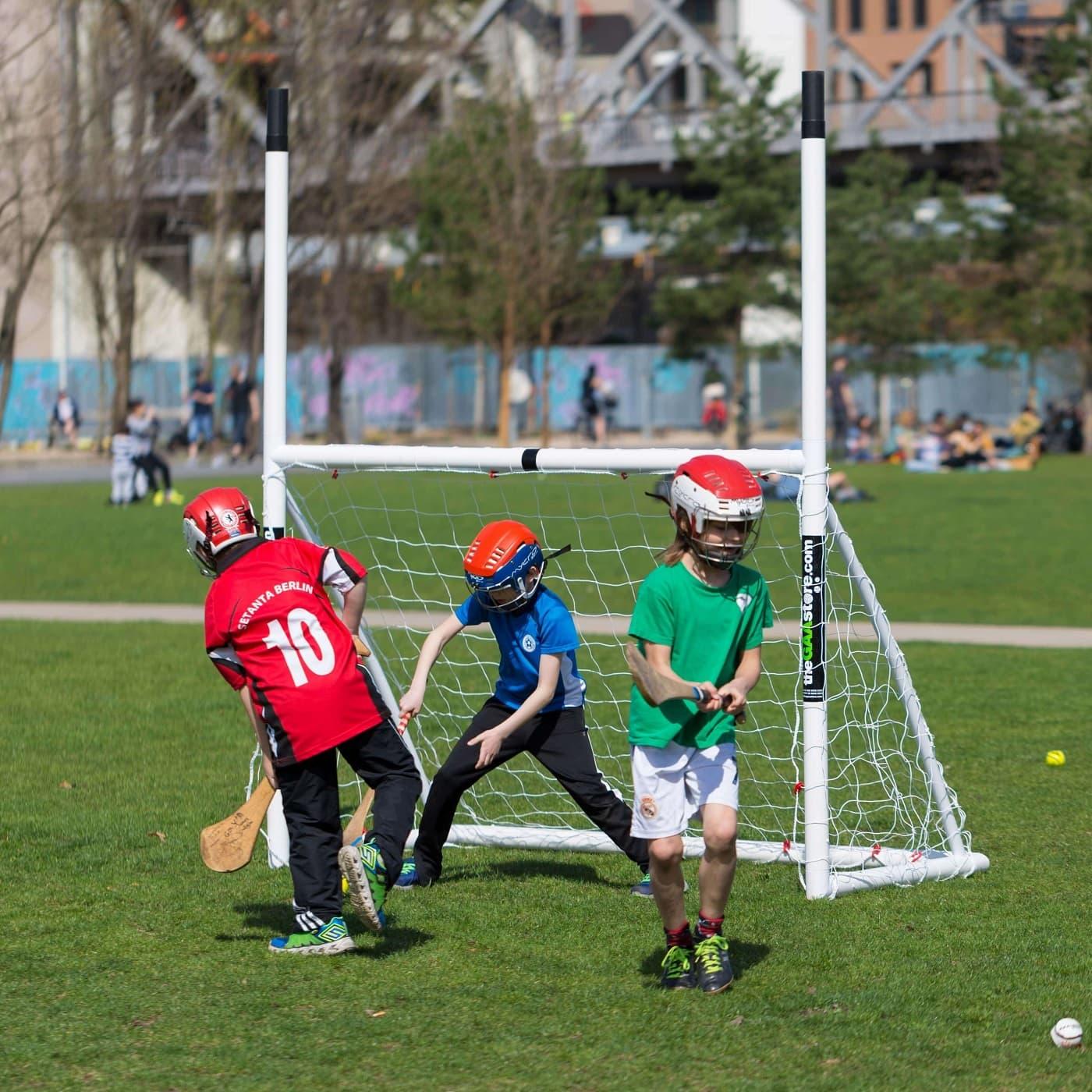 Hurling vorm Tor: Gaelic Games in Berlin // HIMBEER