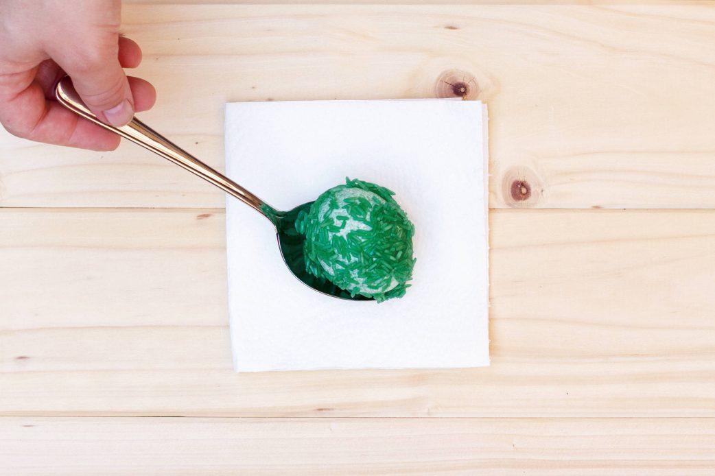 Schritt 5: Ostereier färben – Marmorierung mit Reis // HIMBEER