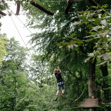 Klettern in Berlin, Ausflug mit Kindern in Berlin: Jungfernheide – Waldhochseilgarten Jungfernheide // HIMBEER
