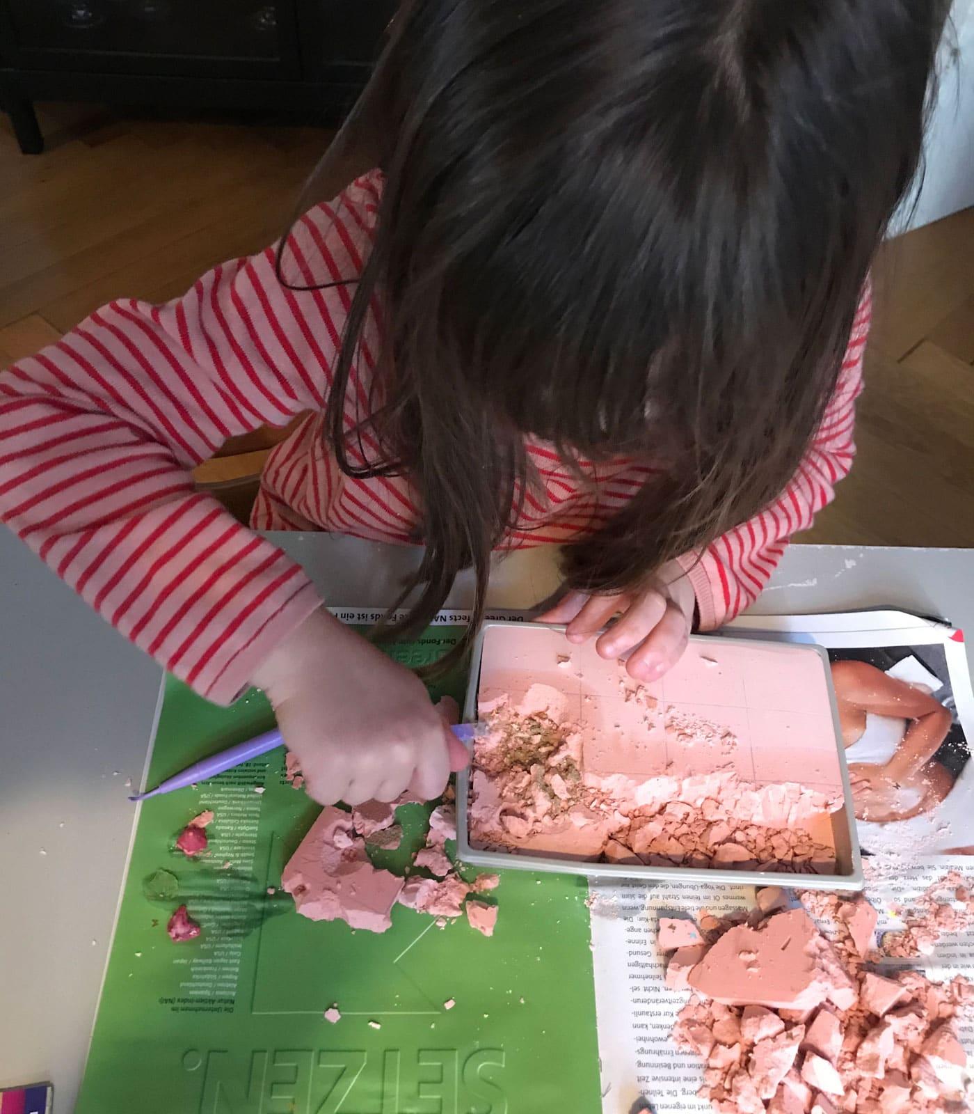 Kinder zu Hause beschäftigen in den Wochen Homeoffice mit Kindern // HIMBEER