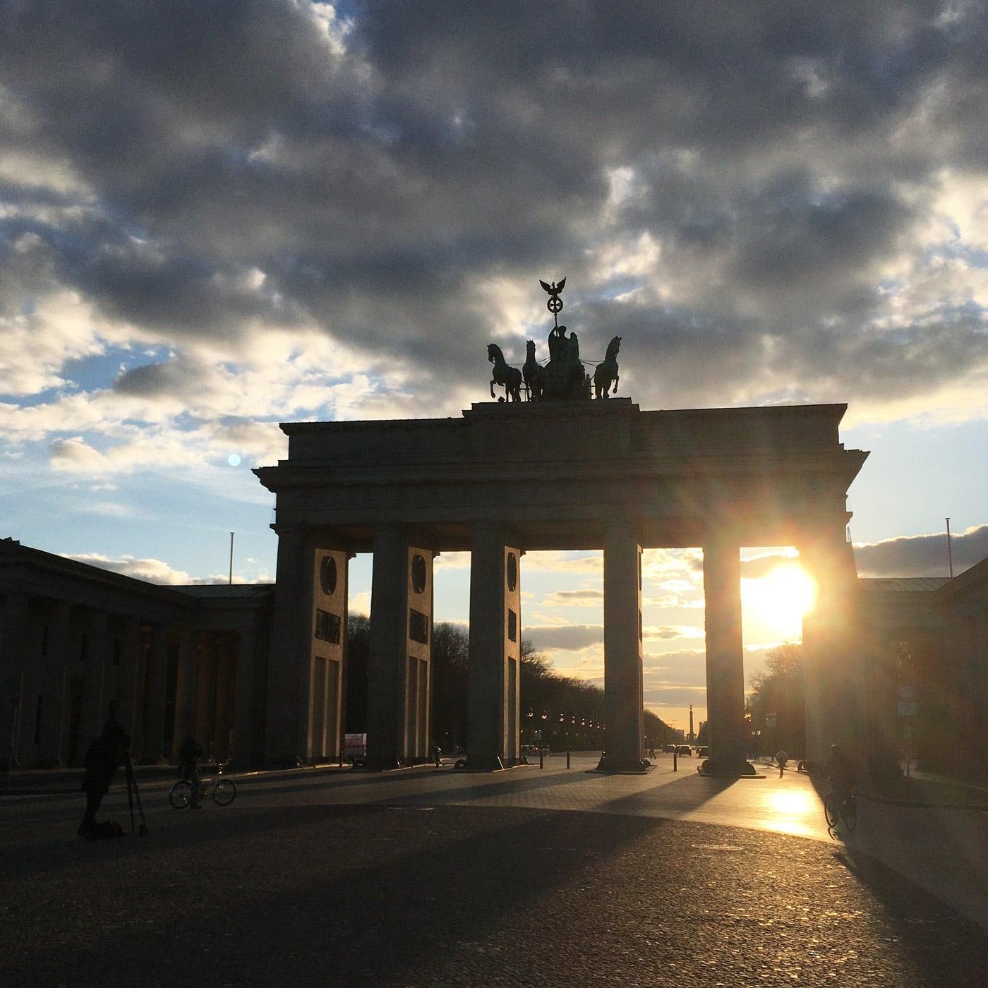 Drei Wochen Homeoffice: Freiheitsgefühle beim Fahrradfahren; Brandenburger Tor Abendstimmung // HIMBEER