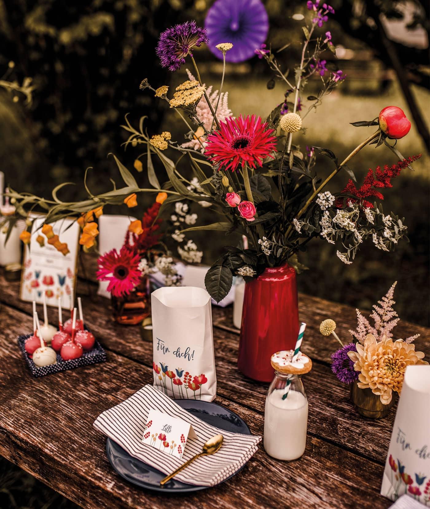 Deko mit kleinen Geschenken für die Kinder und Gäste // HIMBEER