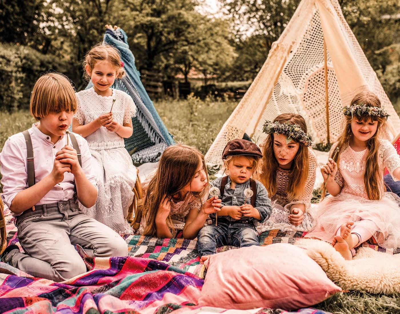 Familiennfeiern mit Picknick für die Kinder draußen // HIMBEER