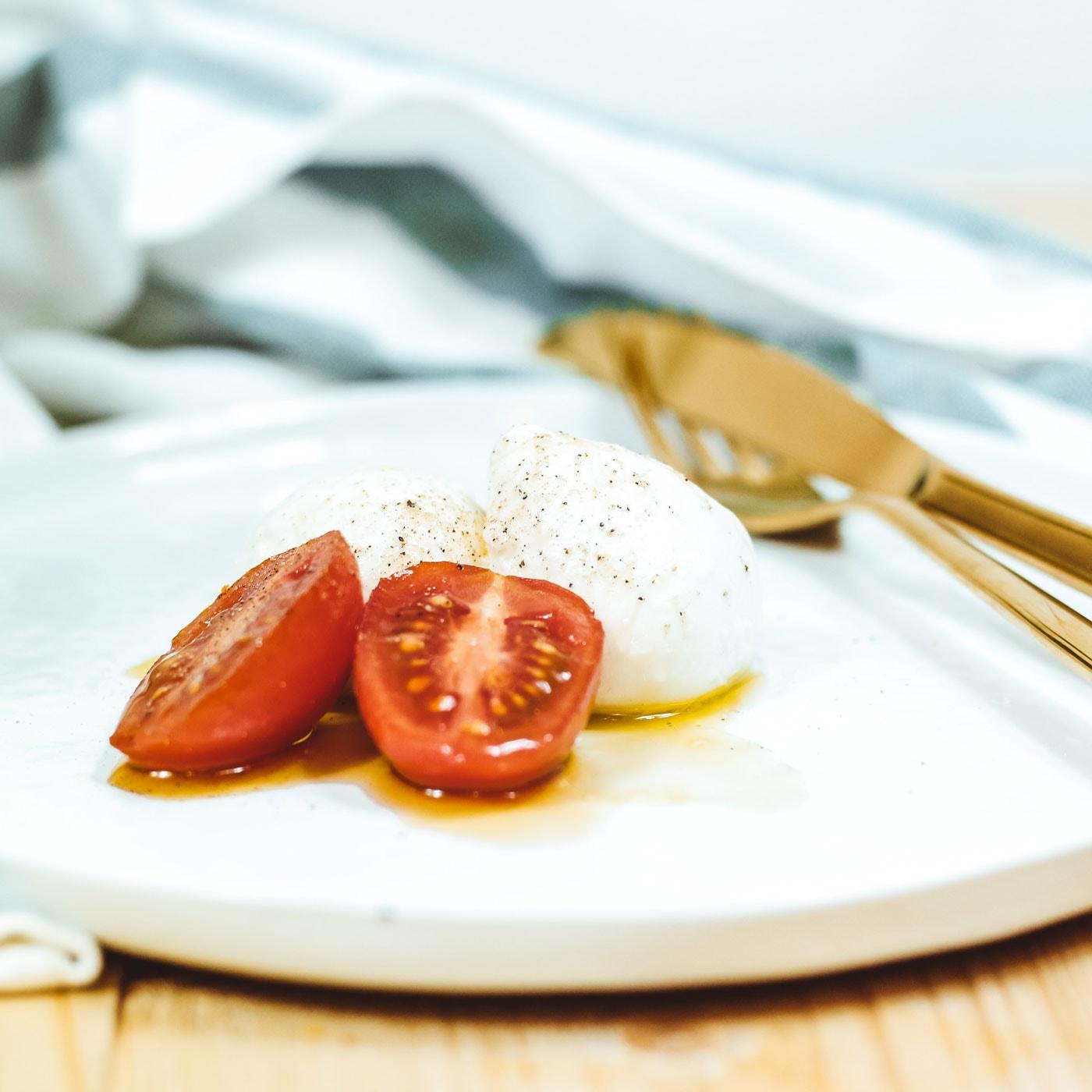 Tomate-Mozzarella aufpeppen mit Basilikum-Öl // HIMBEER