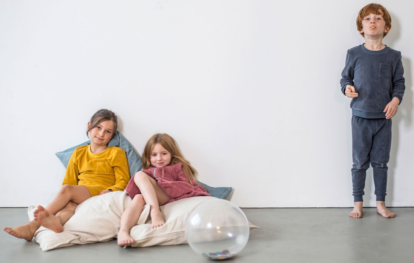 Schöne nachhaltige Kindersachen: Studio Bumbuli Kinderpyjamas // HIMBEER