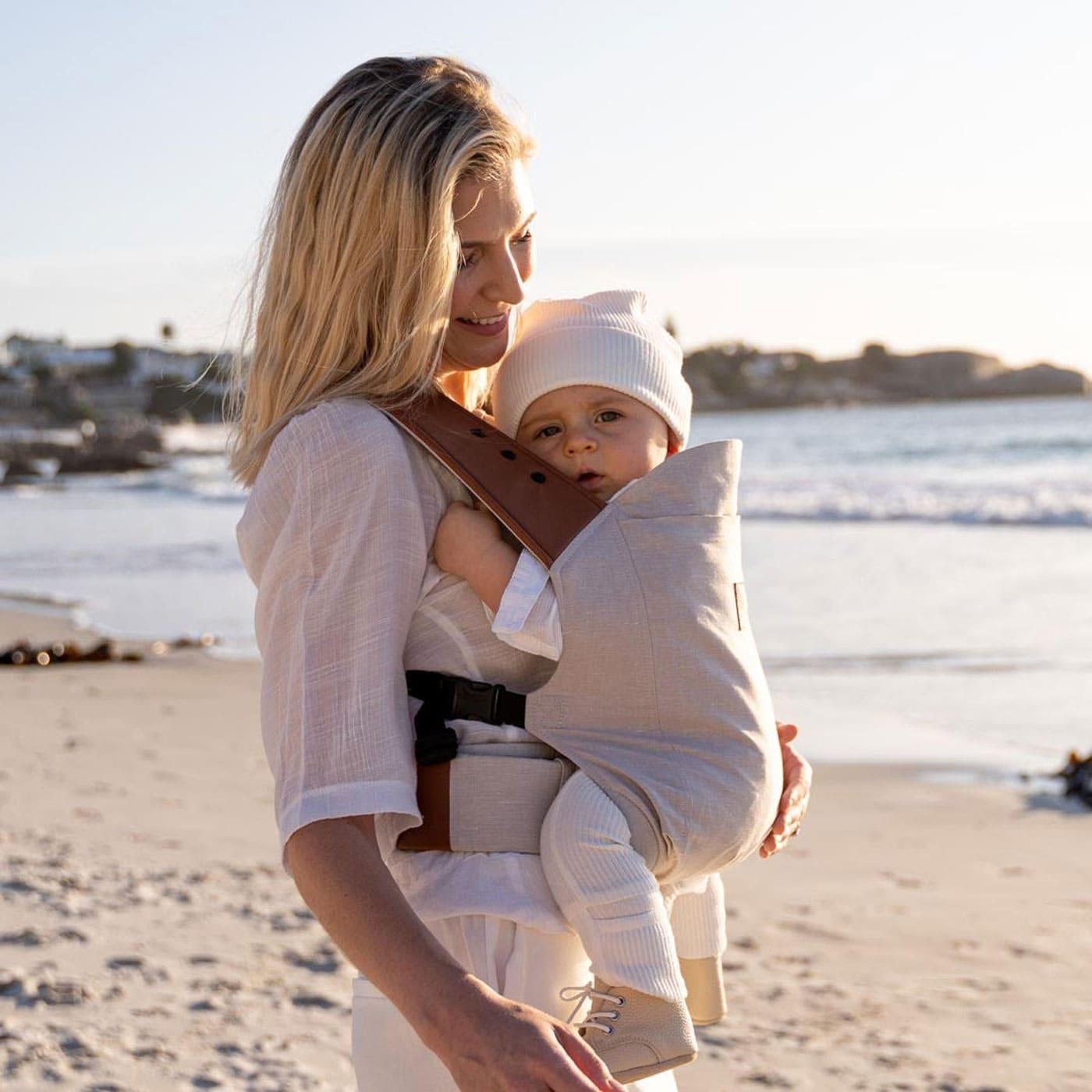 Stylishe Tragehilfe für Babys // HIMBEER