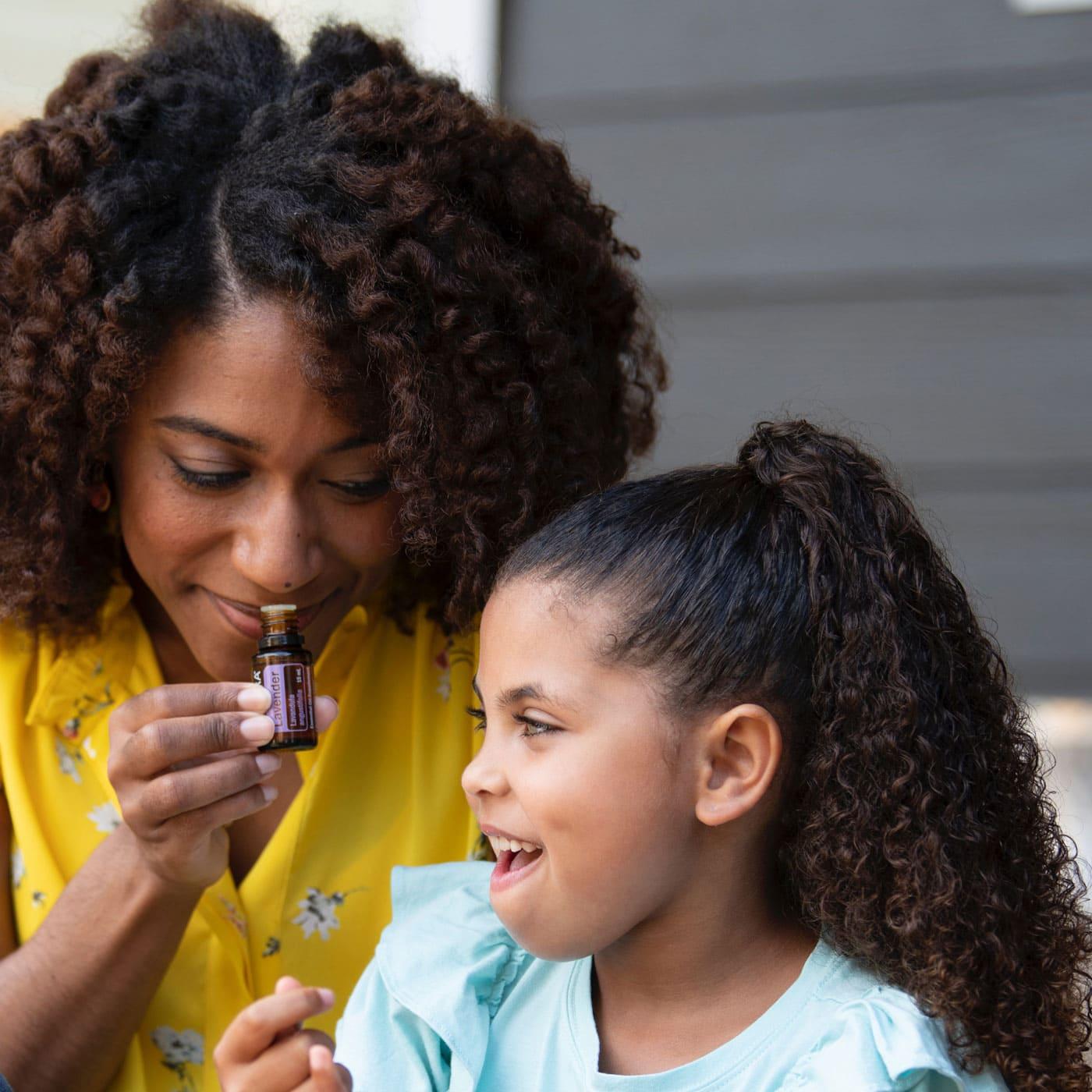 Lavendel-Öl in der Reiseapotheke mit ätherischen Ölen für Familien mit Kindern // HIMBEER
