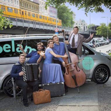 """""""Komşu Dolmuş"""" – Selam Opera! Kostenlose Hinterhof-Konzerte der Komischen Oper Berlin // HIMBEER"""