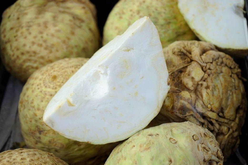 Sellerie-Schnitzel mit Ofenkartoffeln // HIMBEER