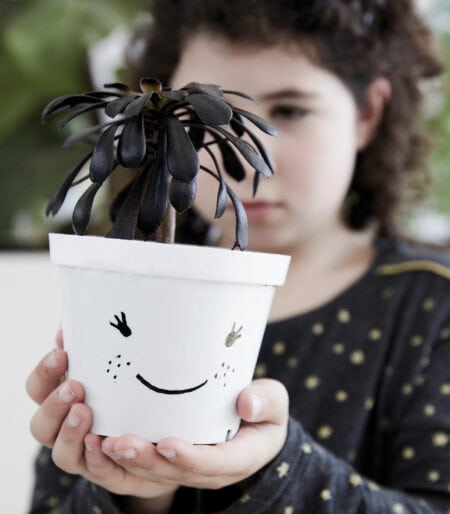 Naturfreunde: Pflanztöpfe bemalen mit Kindern // HIMBEER