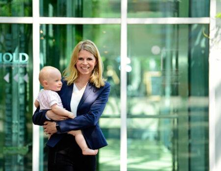Arbeiten mkt Baby – Gründerin Tamara Viktoria Berger von CleverMom mit Tochter // HIMBEER